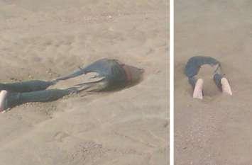 नदी पार करते बह गया था युवक, दूसरे दिन 1 किमी दूर रेत में इस तरह दफन मिली लाश, तस्वीरें हैं दर्दनाक