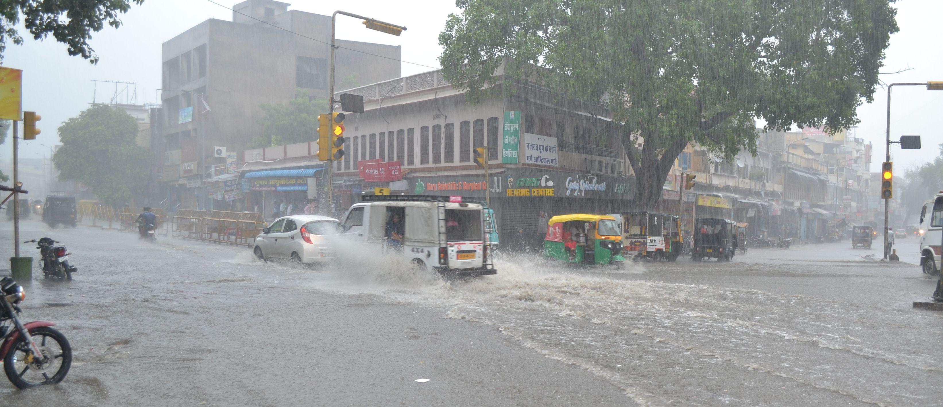 Rain in ajmer: 14 घंटे से लगातार बरसात, अजमेर में पानी ही पानी