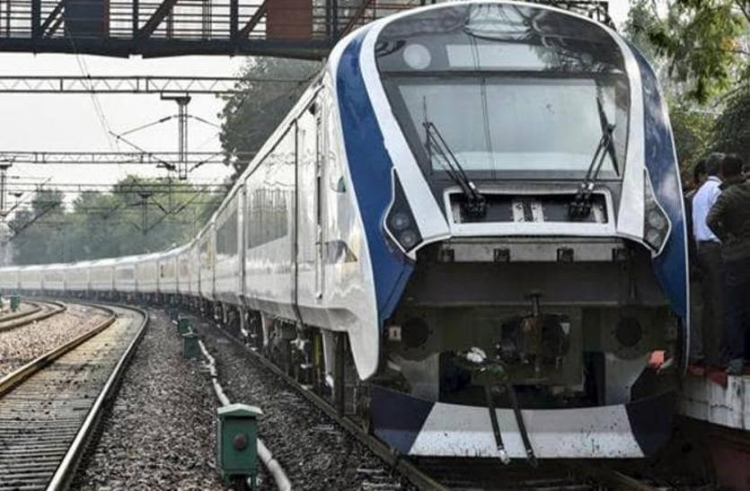 इटावा में वंदे भारत ट्रेन से टकराया सांड़, हल्दिया एक्सप्रेस का इंजन फेल