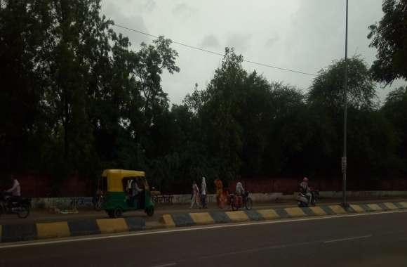 बीकानेर: दोपहर में बादलों ने छोड़ी फुहारें