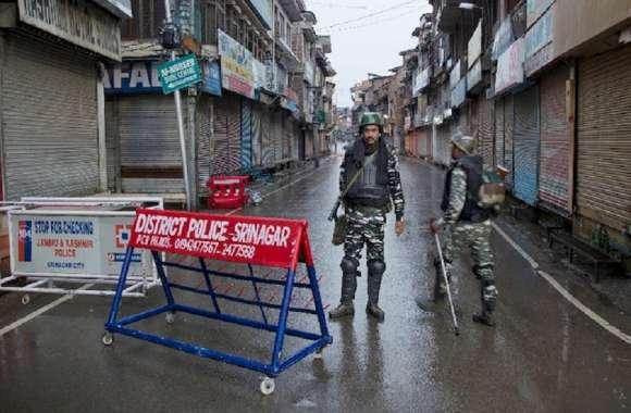 जम्मू-कश्मीर के पांच जिलों में बहाल हुई मोबाइल इंटरनेट सेवा