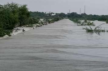 लूनी नदी उफान पर, ग्रामीणों का हुजूम नदी को देखने उमड़ा