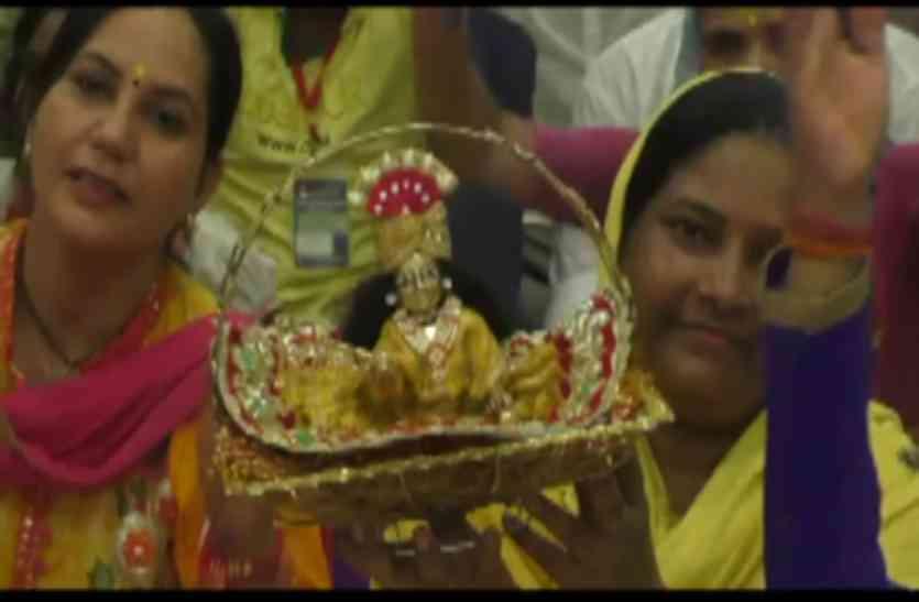 Priyakantju mandir vrindavan में जन्माष्टमी महोत्सव शुरू, देवकीनंदन ठाकुर ने कहा- ये काम करें, खाली हाथ नहीं जाएंगे