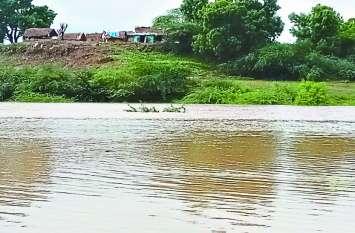 कोटा बैराज, जवाहर सागर से छोड़ा गया पानी, नदुआ पुरा पानी से घिरा, नहीं पहुंचा बचाव दल