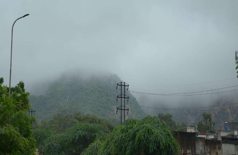 राजधानी जयपुर में आज सुबह से बारिश और बादलों से ढका जयपुर