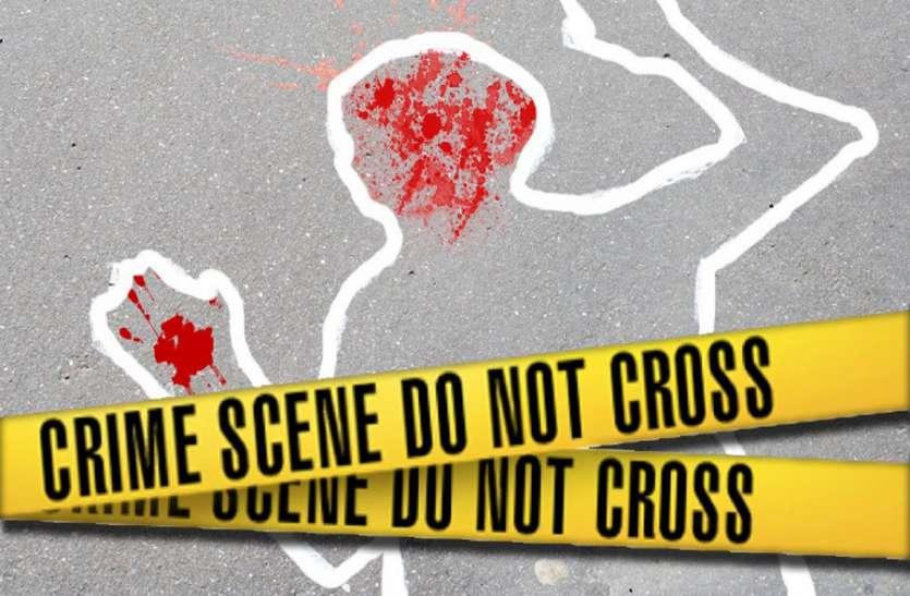 दुश्मन भी न करे दोस्त ने कर डाली हरकत, पत्नी-बच्चों के बाहर जाते ही चाकू से किया युवक पर हमला
