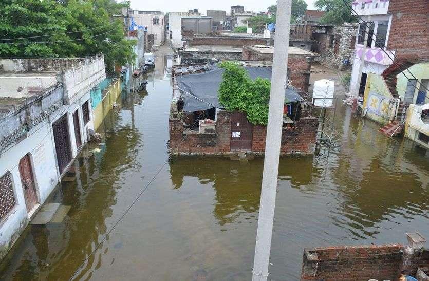 बारिश थम गई लेकिन कहां अब भी भरा हुआ पानी