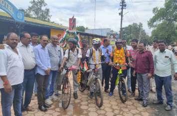 शहीदों के नाम मध्यप्रदेश से शुरू हुई साइकिल यात्रा का बार्डर पर होगा समापन, यह है साइकिल सवार