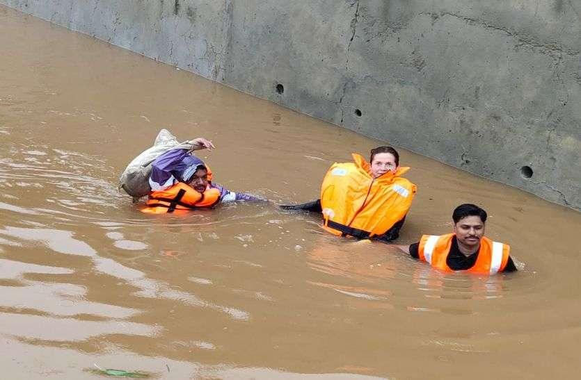 Heavy Rain in Pushkar : संकट में आई विदेशी पर्यटकों की जान, सेना व पुलिस ने रेस्क्यू कर बाहर निकाला
