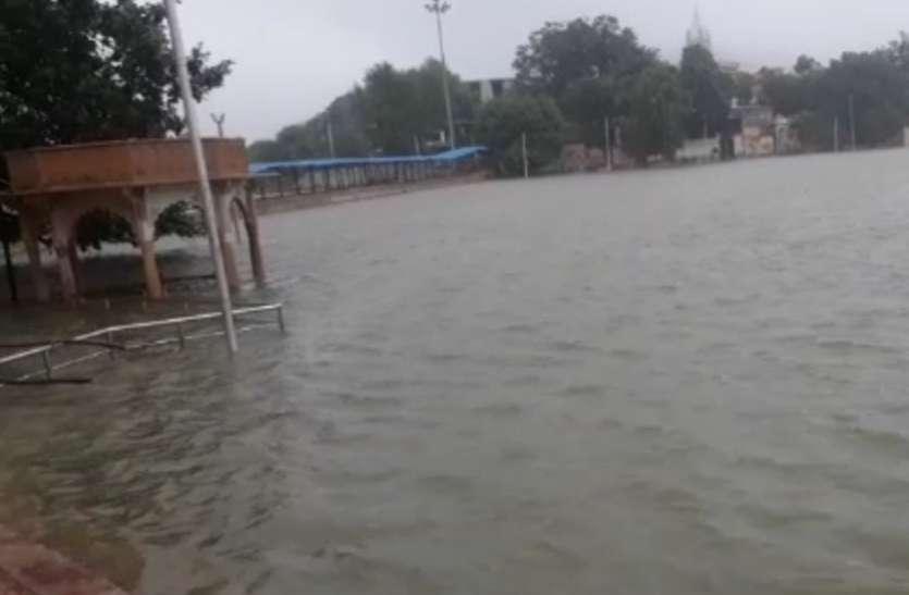 मूसलाधार बारिश से अजमेर में जनजीवन अस्तव्यस्त, पुष्कर में बाढ़ के हालात