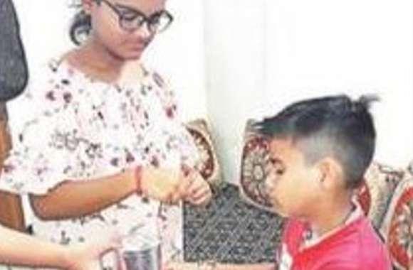 कोर्ट के आदेश पर बहन ने चार साल बाद भाई को बांधी राखी, जिसने भी देखा भावुक हो गया