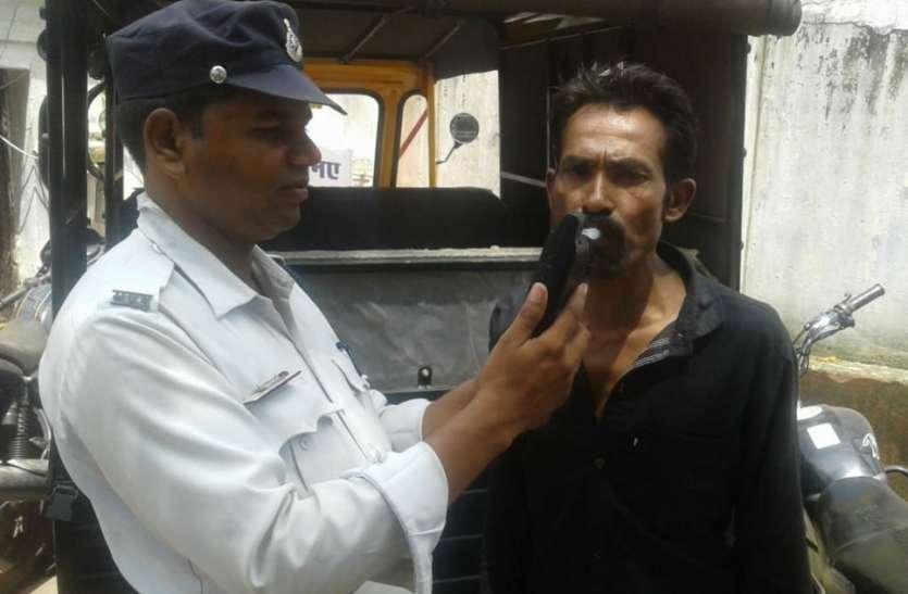 शराबी वाहन चालकों की शामत, यातायात पुलिस की चेकिंग में मिले शराब वाहन चालक