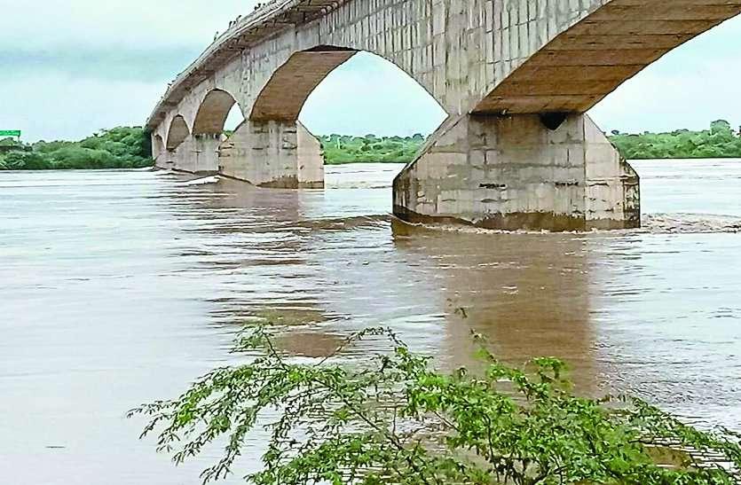 RED ALERT: श्योपुर जिले में बाढ़ से हालात,चंबल-पार्वती में उफान, टापू बने दो गांव, दो दर्जन में अलर्ट
