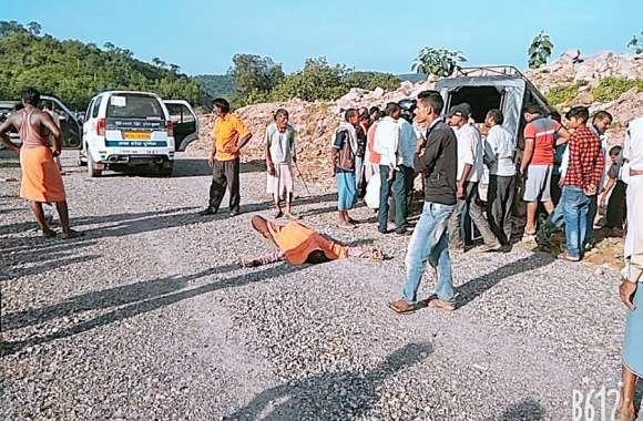 बस और जीप में भिड़ंत, एक युवक की मौत, दर्जनभर घायल, घटनास्थल पर मचा कोहराम
