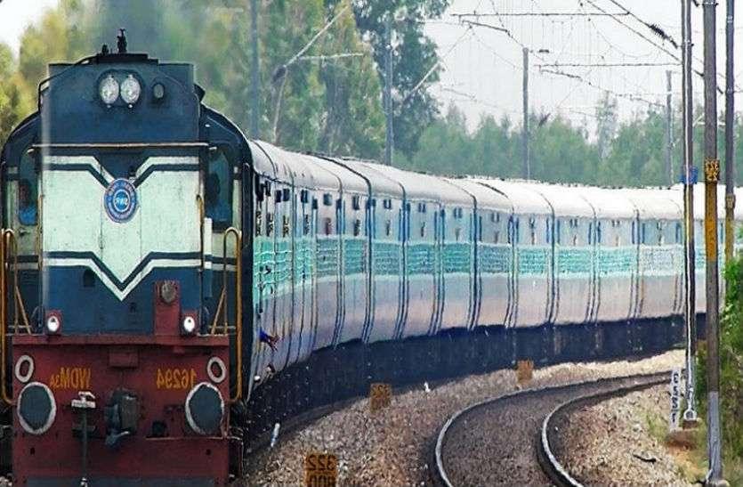viral video: बुजुर्ग के ऊपर से गुजरी ट्रेन , बाल भी नहीं हुआ बांका