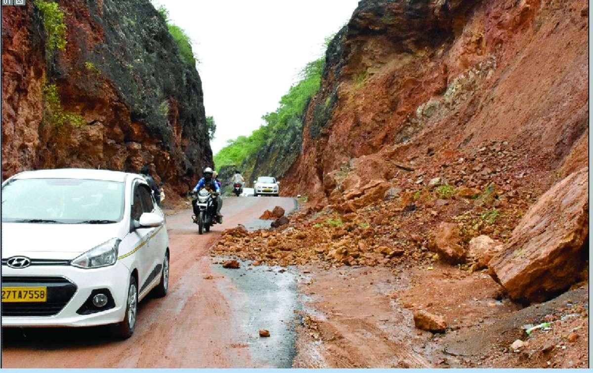Debris falling in the rain on the Khamanor-Balicha route