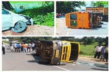 चीख उठे बच्चे जब तेज़ रफ़्तार कार ने स्कूल बस को पीछे से मारी टक्कर, जैसे ही फटा टायर पलट गयी पूरी बस