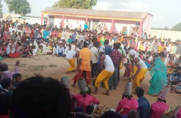 सैला नृत्य में उमड़े ग्रामीण