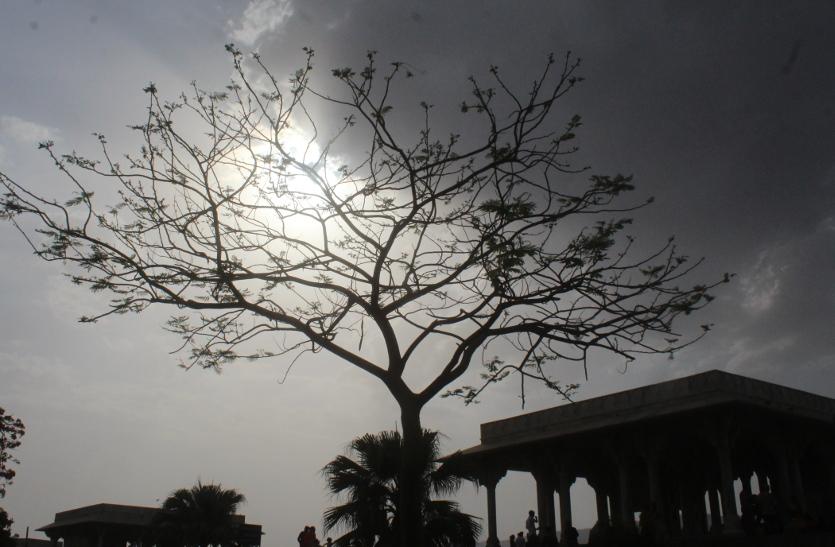 rain in ajmer: अजमेर के आसमान में उमड़-घुमड़ रही घनघोर घटाएं