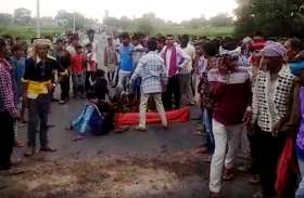 सडक़ दुर्घटना में बालक की मौत, गुस्साए ग्रामीणों ने किया पथराव, कार में लगाई आग