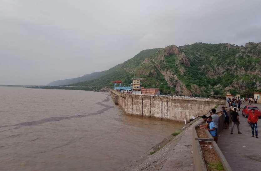 छलकने के लिए आतुर हो रहा बीसलपुर बांध, जलस्तर हुआ इतना, देखने के लिए लोगों की उमड़ी भीड़