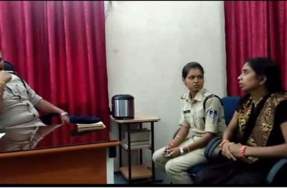 Video Story: राधा-कृष्ण के मोह में महिला ने उफनती नदी में लगाई छलांग