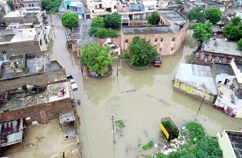 जिले में कई दिनों की आंख मिचौली के बाद जमकर बरसा बदरा, नालियां ओवर फ्लो