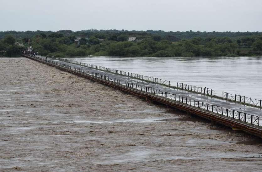 गिर रहा चम्बल नदी का स्तर, खतरा बरकरार