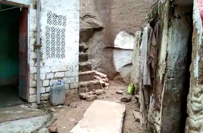 जहां दो दिन पहले हुआ था बड़ा हादसा, गुलजारपुरा क्षेत्र में फिर पहाड़ से पत्थर गिरने से मचा हडक़ंप