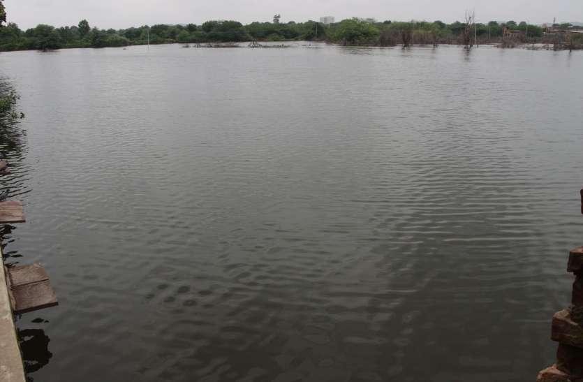 जोधपुर: खतरे के मुहाने पर खड़ी है डर्बी कॉलोनी, प्रशासन नहीं ले रहा सुध