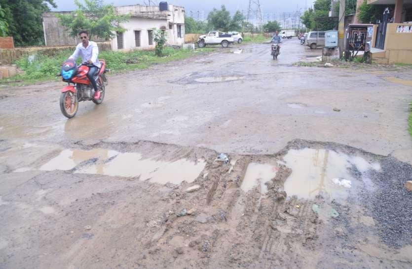 बारिश ने बिगाड़ी राह, क्षतिग्रस्त सड़कों पर चलना हुआ दूभर