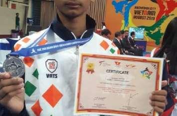 वियतनाम के   खिलाड़ी को 5 पाइंट से हराकर आदित्य ने जीता सिल्वर मेडल