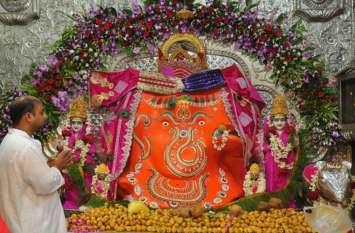 Ganesh Chaturthi : यहां भगवान गणेश की पीठ पर श्रद्धालु बनाते हैं स्वस्तिक का उल्टा निशान