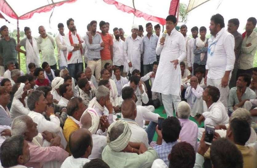 विधायक पहुंचे किसानों के बीच,किसानों ने सुनाई आपबीती