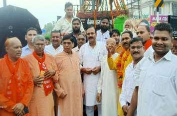 भारी बारिश के बीच भाजपा नेताओं ने वीरांगना अवंतीबाई  की प्रतिमा पर किया माल्यार्पण, शोभायात्रा आज