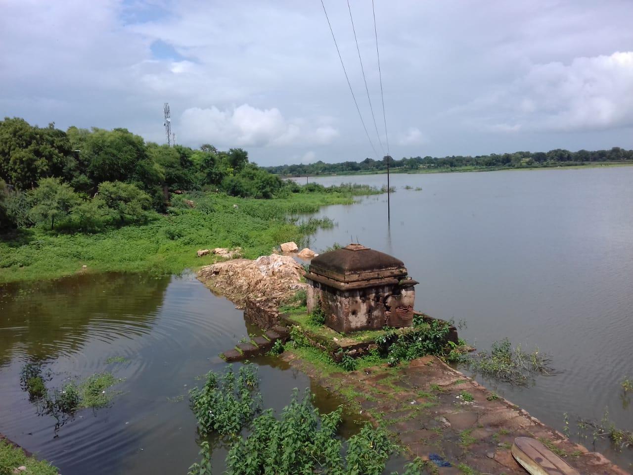40 तालाबों में रिचार्ज शाफ्ट योजना चालू करने के लिए मार्च में दिए थे आदेश