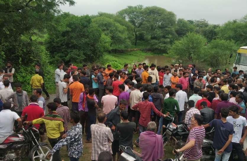 गोगुंदा-झाड़ोल मार्ग पर ग्रामीणों ने लगाया जाम
