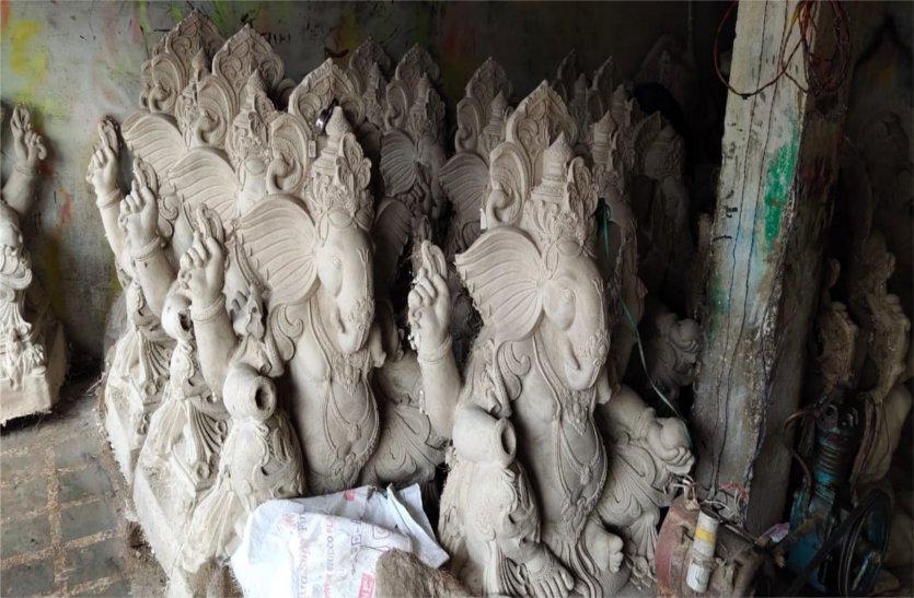 रोक के बाद भी धड़ल्ले से बनाई जा रही पीओपी की प्रतिमाएं, पढ़ें खबर