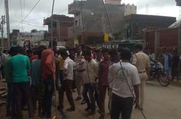 दुर्गंध से परेशान आक्रोशित ग्रामीणों ने नगर पालिका के कचरा वाहन लौटाया, मचा हड़कंप, जानें क्या है वजह