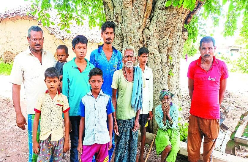 अधिकारी तो दूर भाजपा-कांग्रेस में से किसी भी पार्टी के जनप्रतिनिधियों ने नहीं सुनी फरियाद, 70 साल से ग्रामीण भोग रहे वनवास