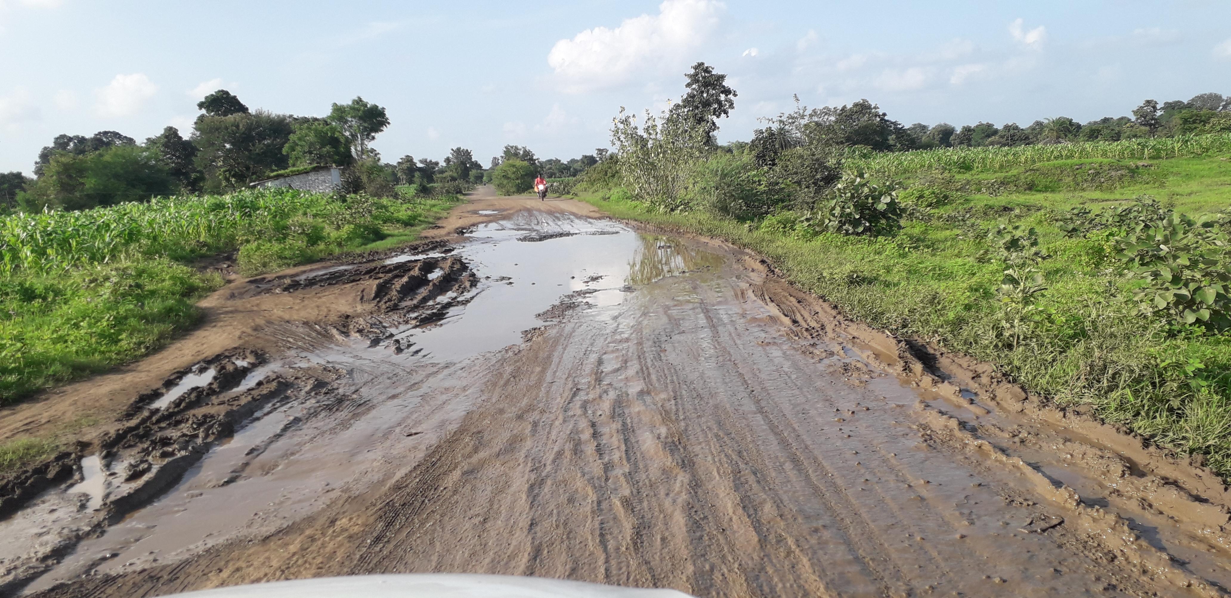 माचागोरा डैम जाने वाला मार्ग जर्जर