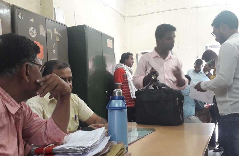 Nagar nikay chunaav: कूची कलम लेकर इस काम में जुटे  यह लोग