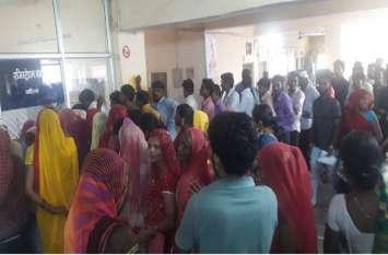 2 चिकित्सकों के भरोसे केंद्र , घर-घर बढ़ रहे वायरल बुखार से पीड़ित मरीज