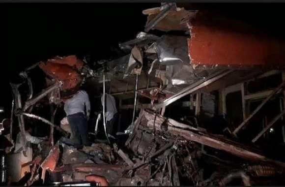 धुले में एसटी बस भीषण दुर्घटनाग्रस्त, 25 यात्रियों की मौत,35 घायल