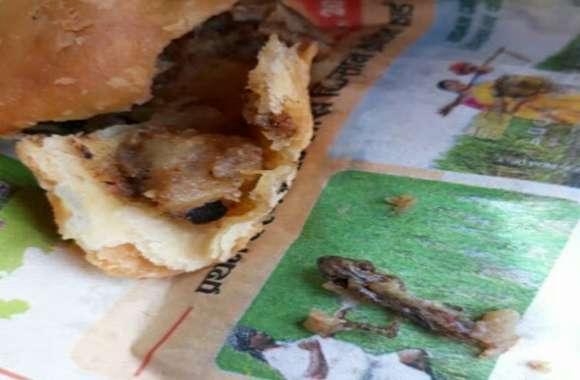 समोसे में आलू की जगह निकला छिपकली का सिर, दुकानदार बोला- फ्राई मिर्च है, उसके बाद हुआ ये