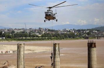 Video: जब तावी नदी में फंसी दो जानें, जवानों ने जांबाजी दिखार बचाई जिंदगी