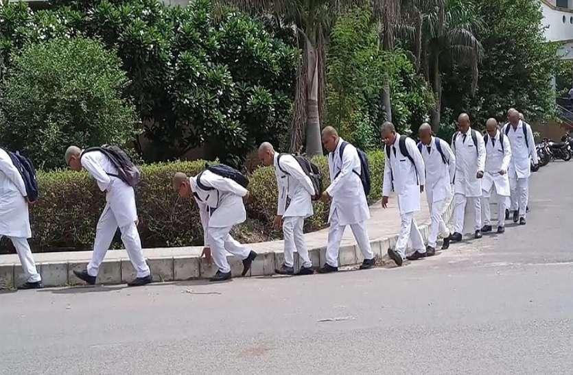 सैफई मेडिकल कॉलेज में रैगिंग, सिर मुंडवाकर कराया सलाम, कुलपति ने रैगिंग को बताया संस्कार