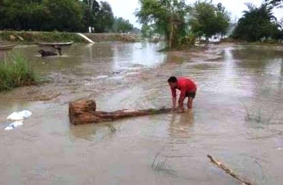 बारिश बन गयी परिवार का काल, पिता की हुयी मौत तो पुत्र हुआ घायल, मचा कोहराम