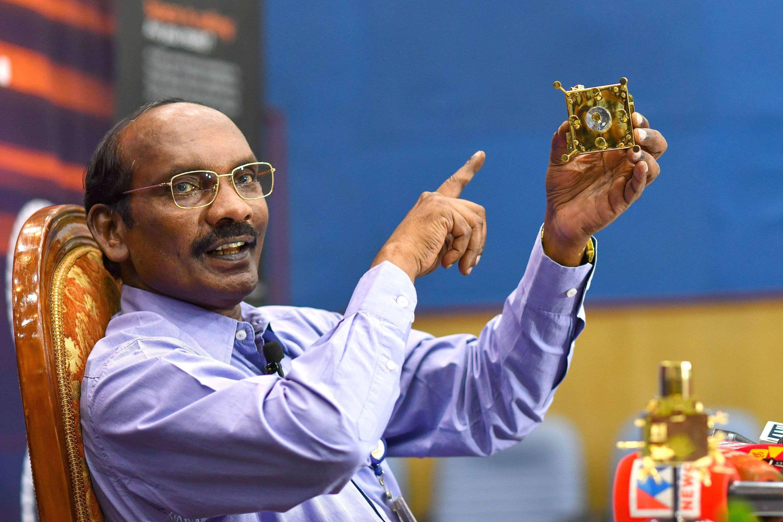 इसरो ने रचा इतिहास, चांद की कक्षा में पहुंचा चंद्रयान-2