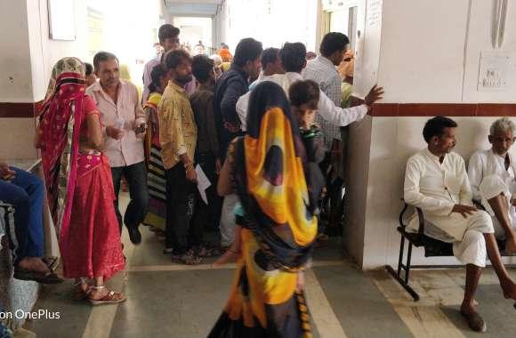 30 बेड के अस्पताल में 100 से अधिक मरीज भर्ती, 600 पार पहुंची ओपीडी